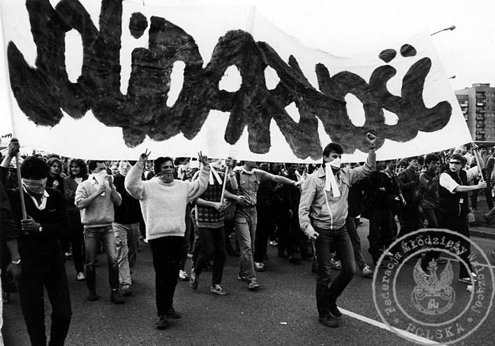 4 - Gdańsk - czoło pochodu, w środku Zbigniew Mańczyk, transparent z lewej strony trzyma Jacek Kurski