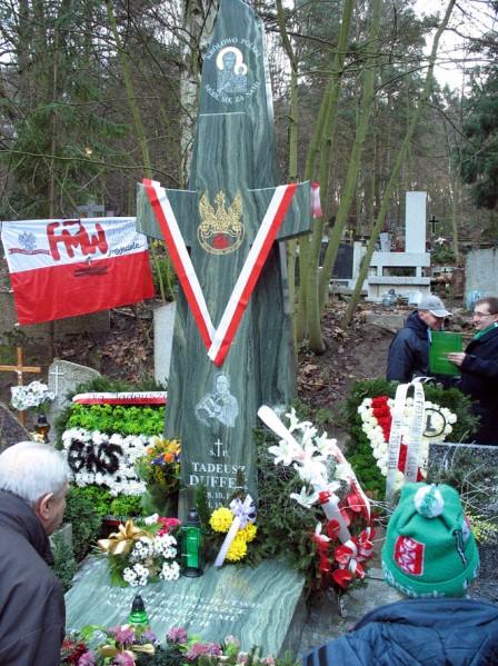 7 - Pomnik