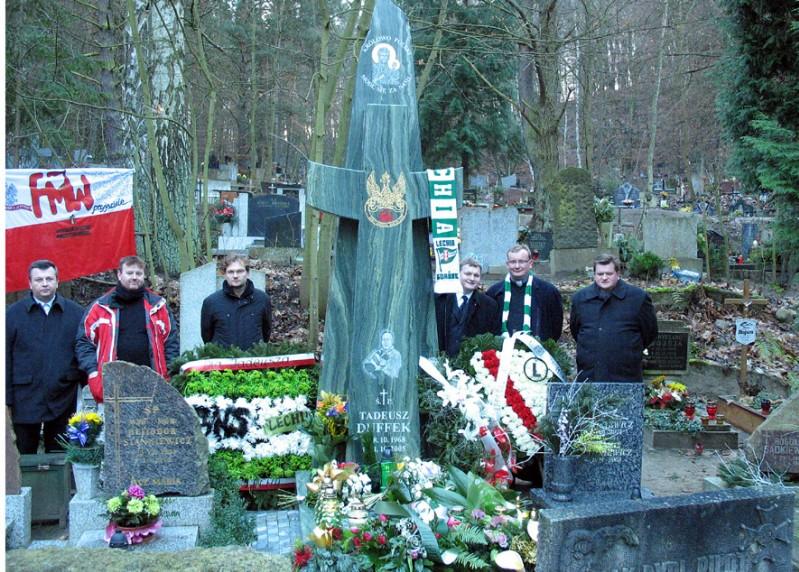 30 - Pomnik