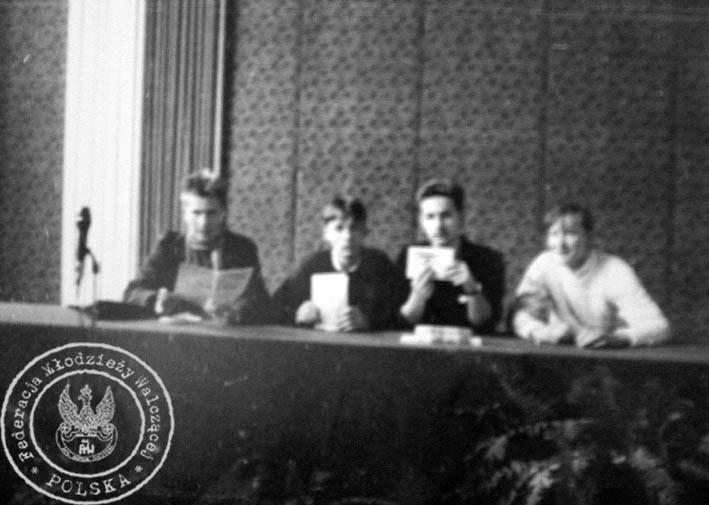 """32 - Spotkanie FMW z Minister Oświaty Anną Radziwił w Gdańsku - od lewej R. Licbarski, Marcin """"Partyzant"""", Cz. Mil i J. Wąsowicz."""