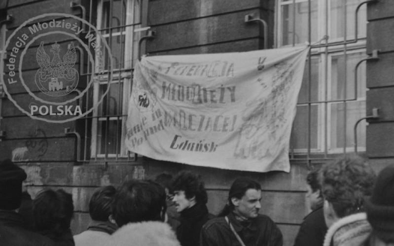 5 - Transparenty na zdobytym budynku KW PZPR Gdańsk