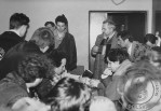 7 - Spotkanie z posłami E. Krasowskim i C. Nowakiem w zajętym budynku KW PZPR