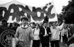 8 - Gdańsk - czoło pochodu - z opaską Zbigniew Mańczyk.