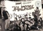 """1 - Na Jaworzcu: od lewej: Zbyszek Bielawski, Ela """"Zimna"""" Zawadowska-Krysta (wówczas Zawadowska), Darek Krawczyk """"Krawiec"""", Piotrek Semka (towarzysko), Mariusz Wilczyński """"Mario"""", Piotrek Abramczyk (siedzi na krześle), """"Wiszowata"""", Joanna Rybicka (wówczas Łowicka), Alina Mielewczyk (wówczas Kaczyńska), nn, nn."""